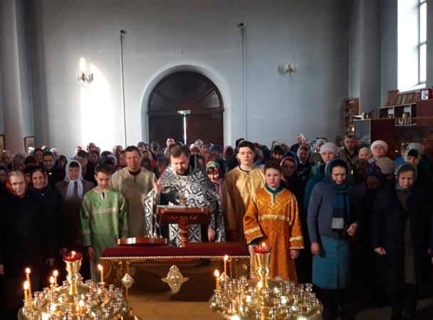 В храмах Унечского благочиния вознесены соборные молитвы о павших воинах-десантниках 6-й роты